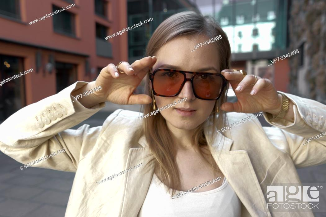 Imagen: trendy woman.