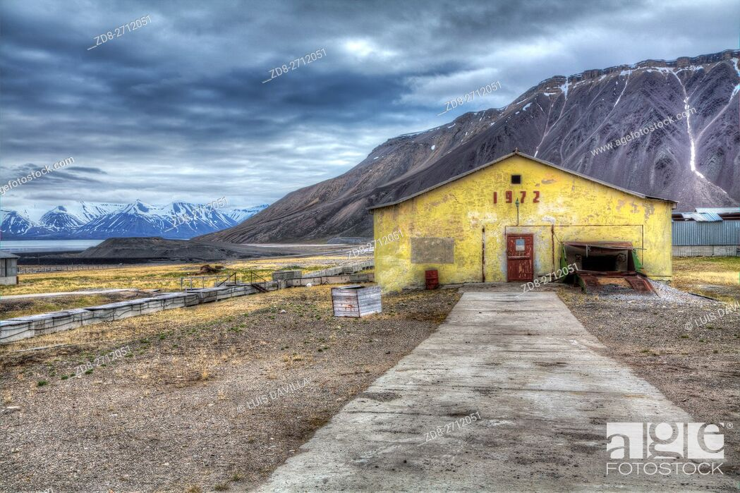 Stock Photo: Pyramiden was founded by Sweden in 1910 and sold to the Soviet Union in 1927. It lies at the foot of the Billefjorden on the island of Spitsbergen and is named.