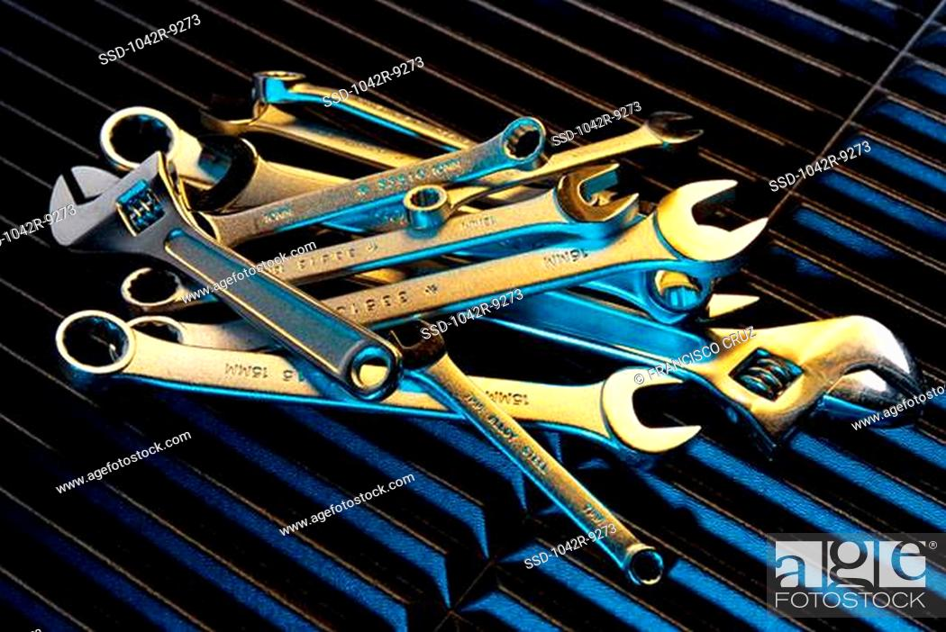 Imagen: Wrenches and spanners.