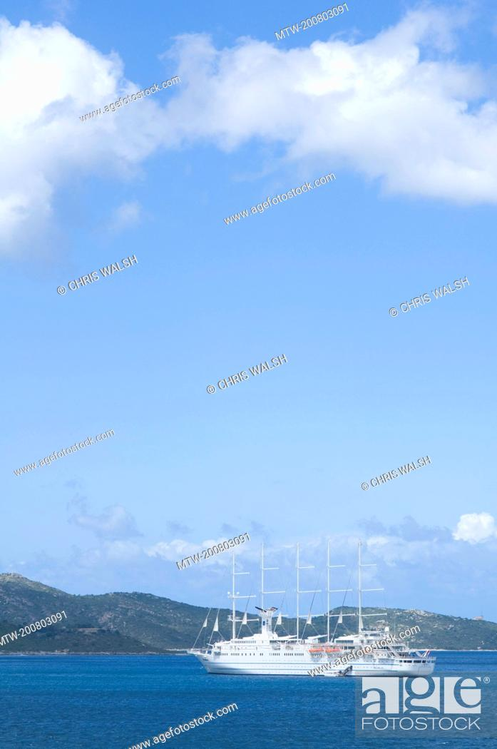 Imagen: Yacht sailing ship ocean five masts Mediterranean.