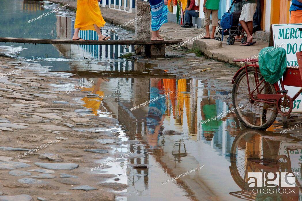 Imagen: Reflex, Puddle of Water, Paraty, Rio de Janeiro, Brazil.