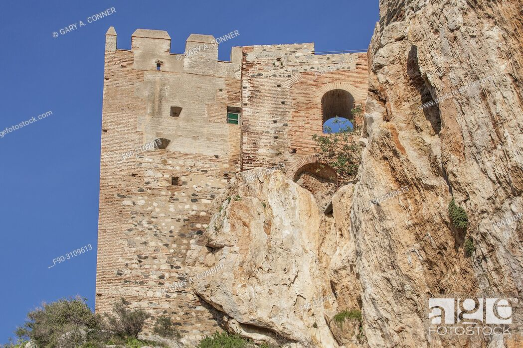 Imagen: Moorish Castle perched on rock, Salobreña, Granada, Spain.
