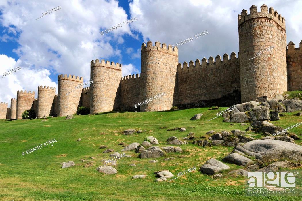Imagen: Europe, Spain, Castile and Leon, Castilia y Leon, Avila, Unesco World Heritage Site, medieval city wall.