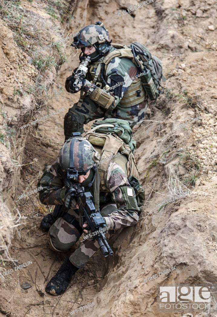 Stock Photo: Paratroopers of french 1st Marine Infantry Parachute Regiment RPIMA in entrenchments.