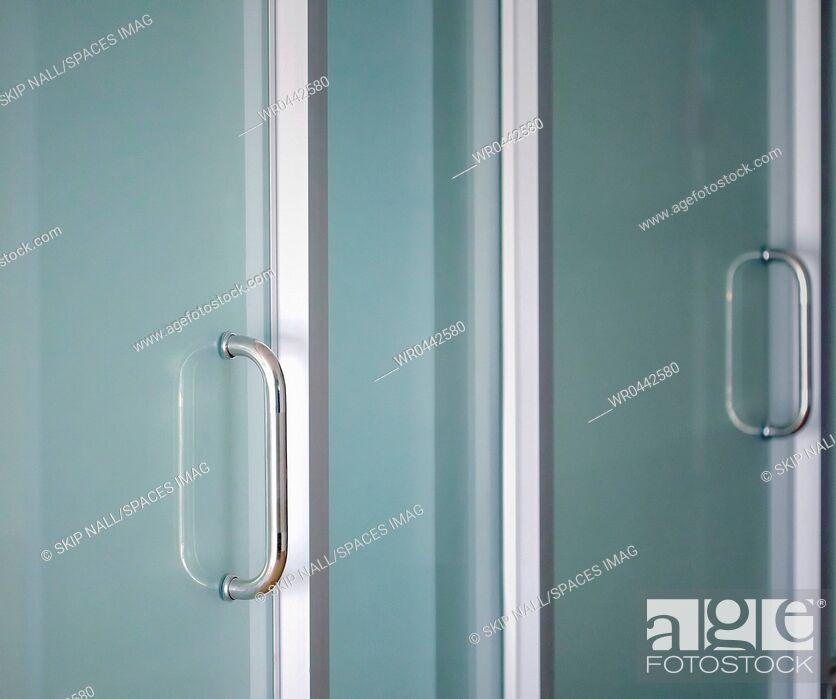 Imagen: Sterile Hospital Doors.