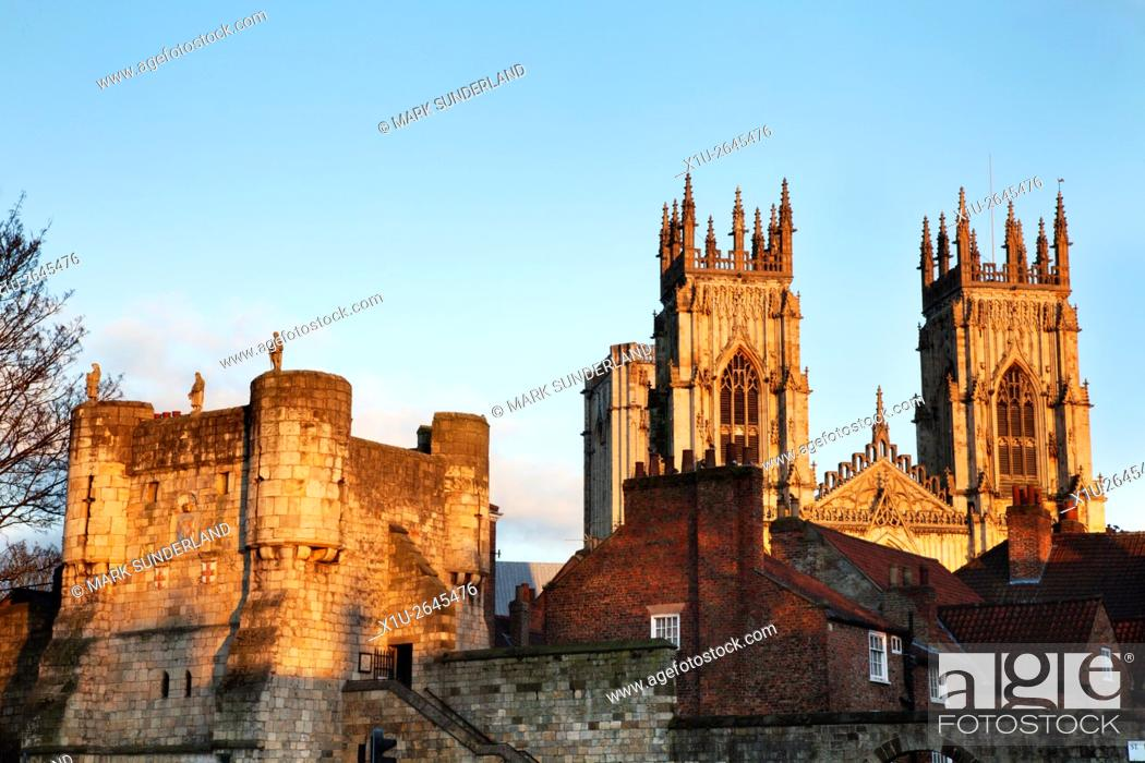 Imagen: Bootham Bar and York Minster at sunset from Exhibition Square Yorkshire England.