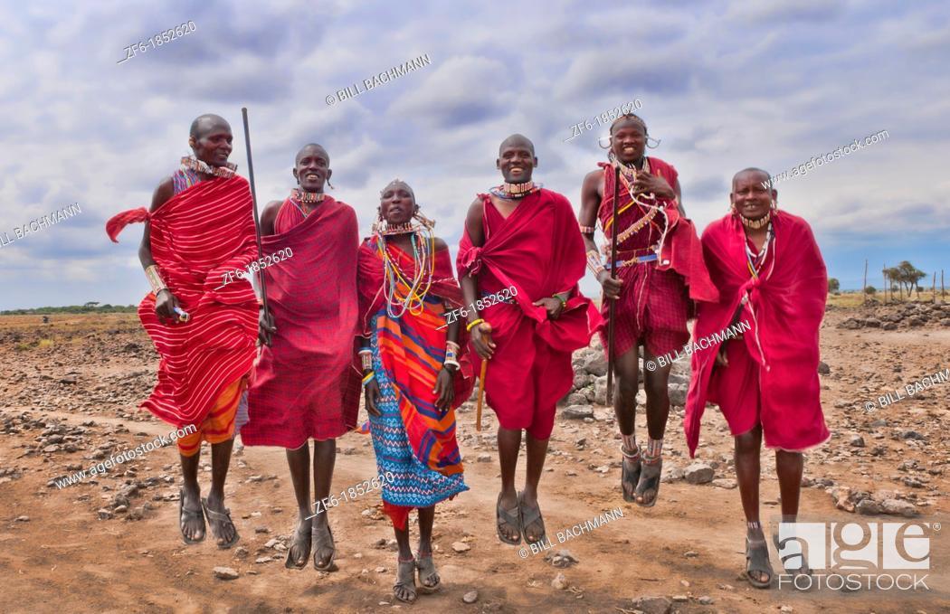 Imagen: Kenya Africa Amboseli Masai men in red costume dress and beads in Amboseli National Park safari 1.
