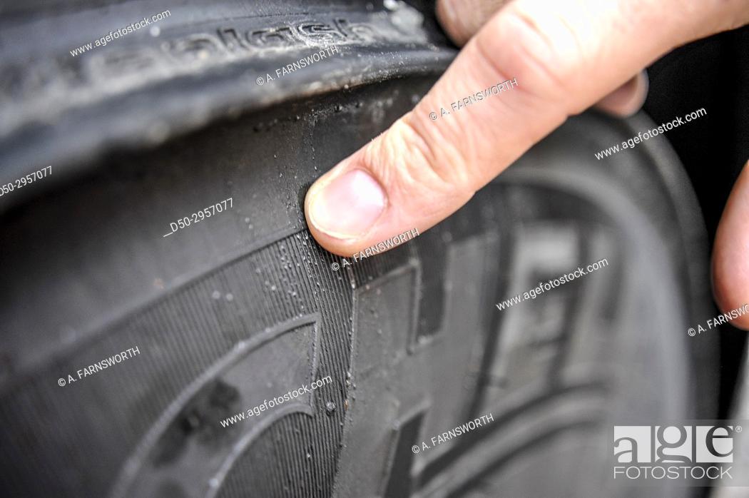 Imagen: STOCKHOLM, SWEDEN Tire control on truck.