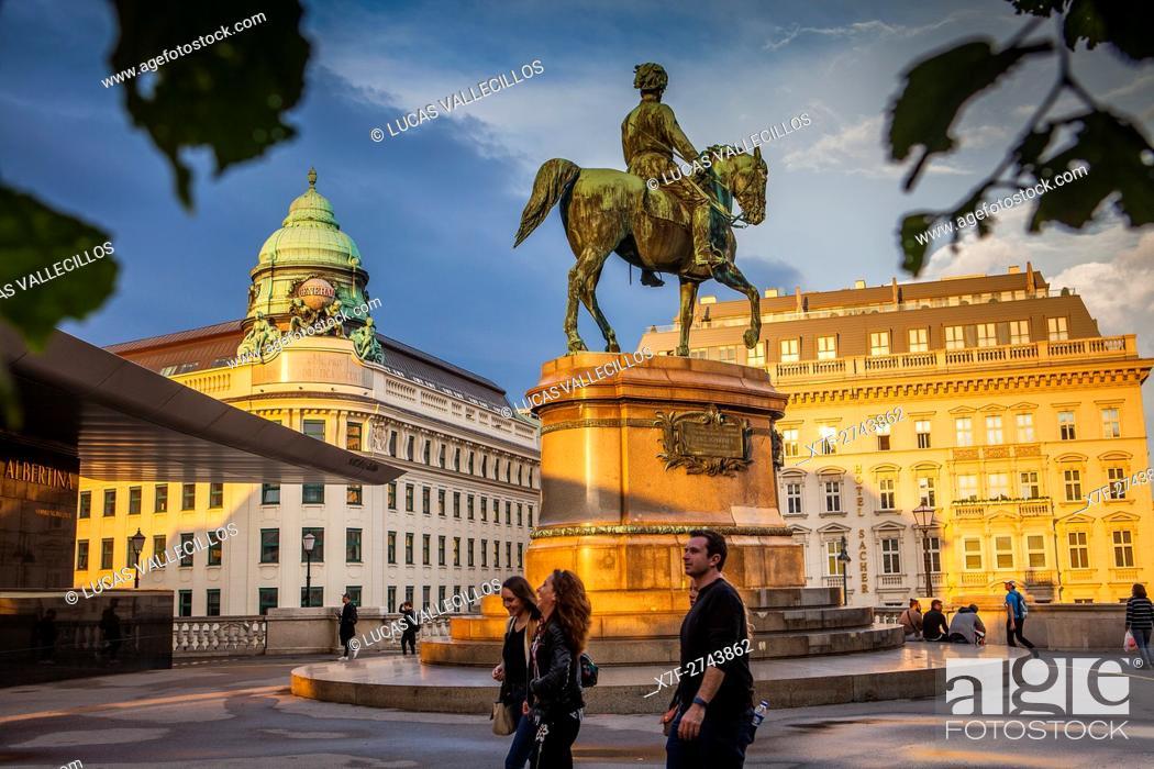 Imagen: Entrance to Albertina Palace museum. Equestrian statue (Albrecht Monument), Albertinaplatz, Vienna, Austria, Europe.