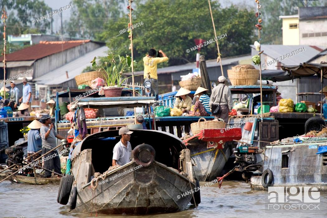 Stock Photo: Floating market of Can Tho in the Mekong Delta, South Vietnam, Vietnam, Southeast Asia, Asia.