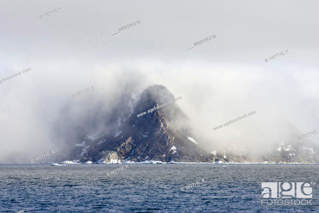 Stock Photo: Clouds at mountain.