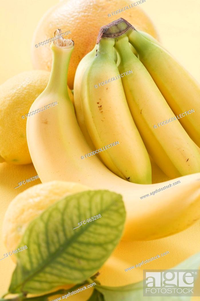 Stock Photo: Bananas and citrus fruit.