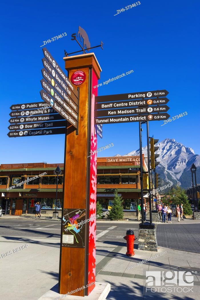 Imagen: Information sign on Banff Avenue, Banff National Park, Alberta, Canada.