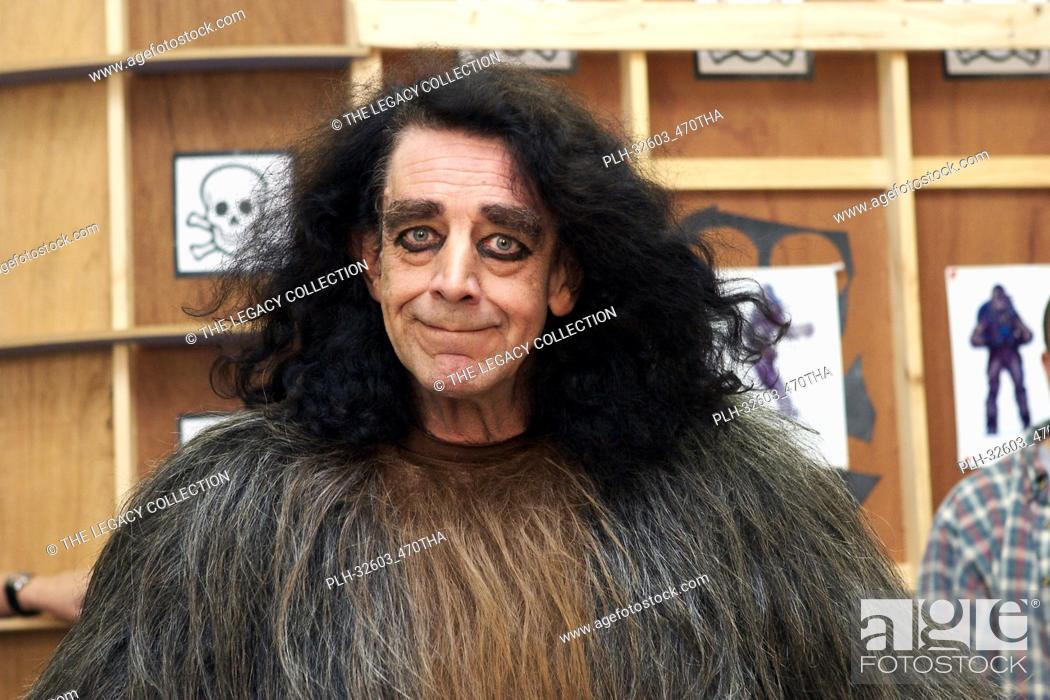 """Stock Photo: Peter Mayhew in costume as Chewbacca in """"""""Star Wars Episode III: Revenge of the Sith"""""""" (2005)."""