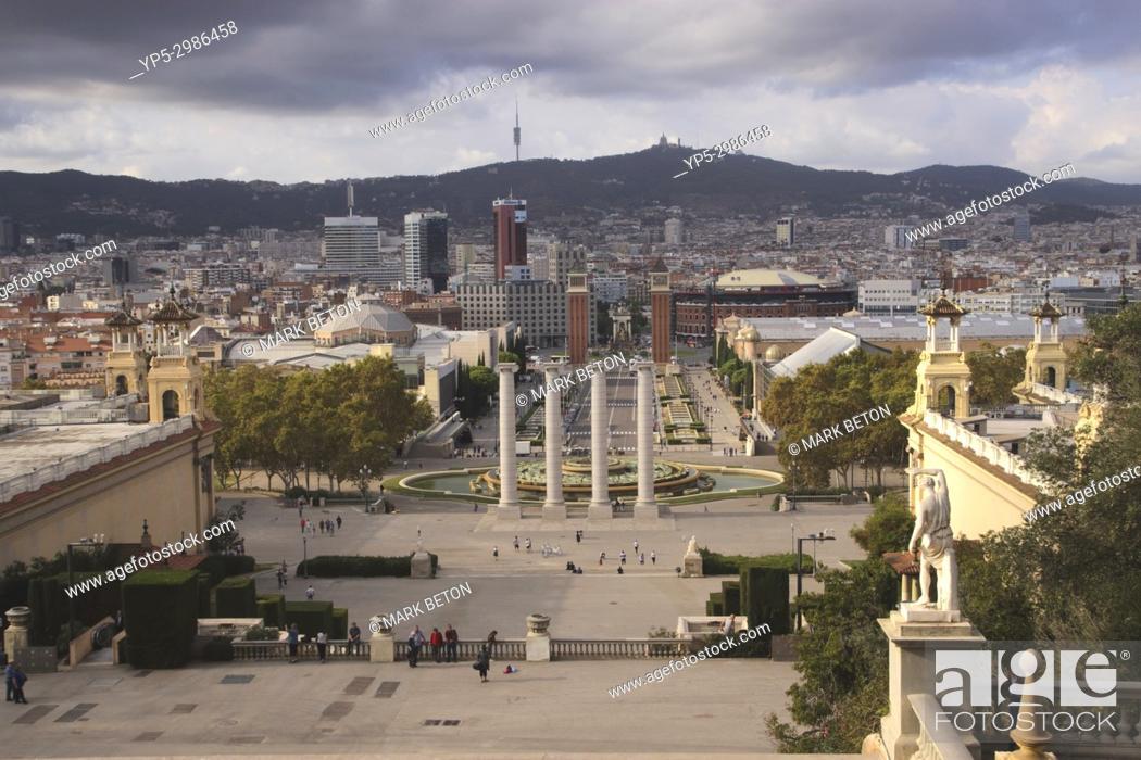 Imagen: Barcelona cityscape towards Placa d'Espanya. Spain.