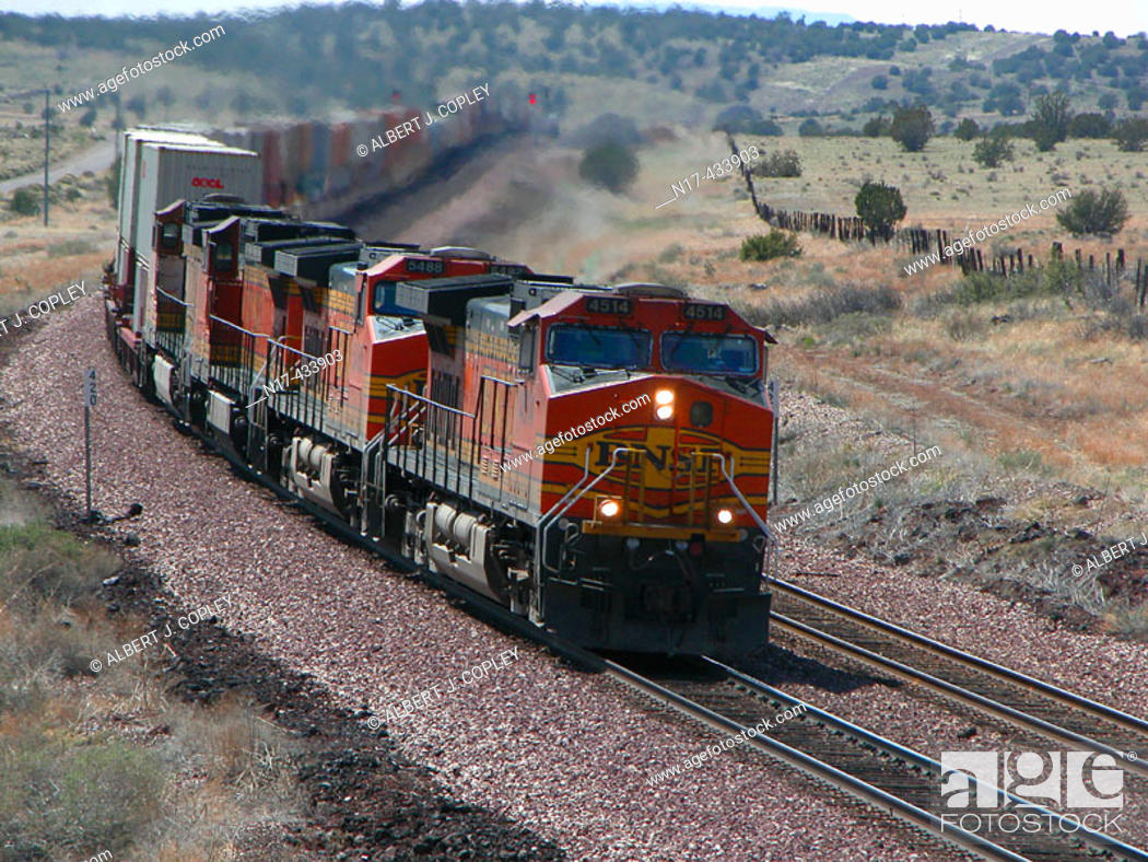 Imagen: Locomotives pulling long train.