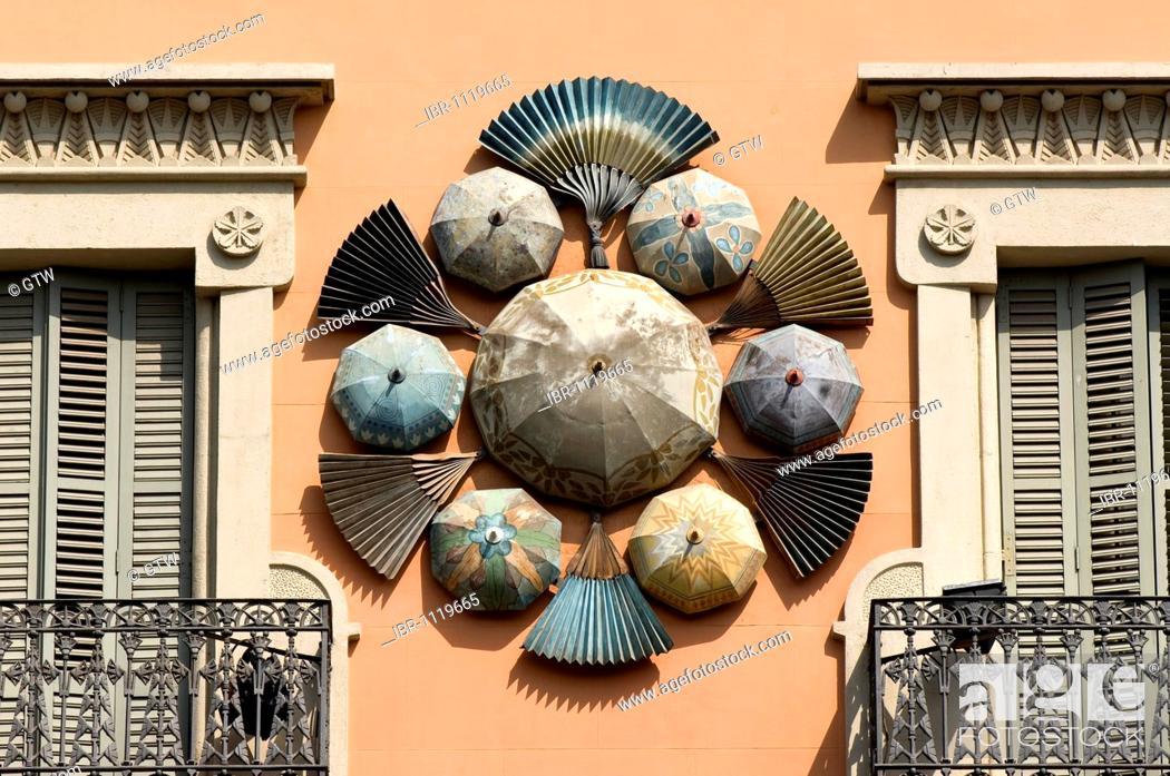 Imagen: Modernist facade of the Casa Bruno Quadras, former umbrella factory, Barcelona, Catalonia, Spain.