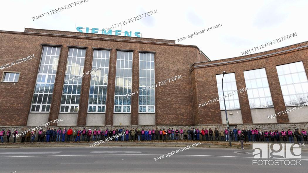 Siemens employees protest against the closure of the Siemens factory