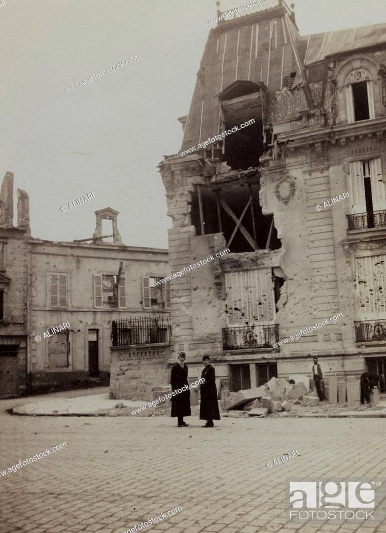Imagen: Album Harriet Louise Self: building in Reims destroyed by bombing during World War I, shot 01/10/1919.