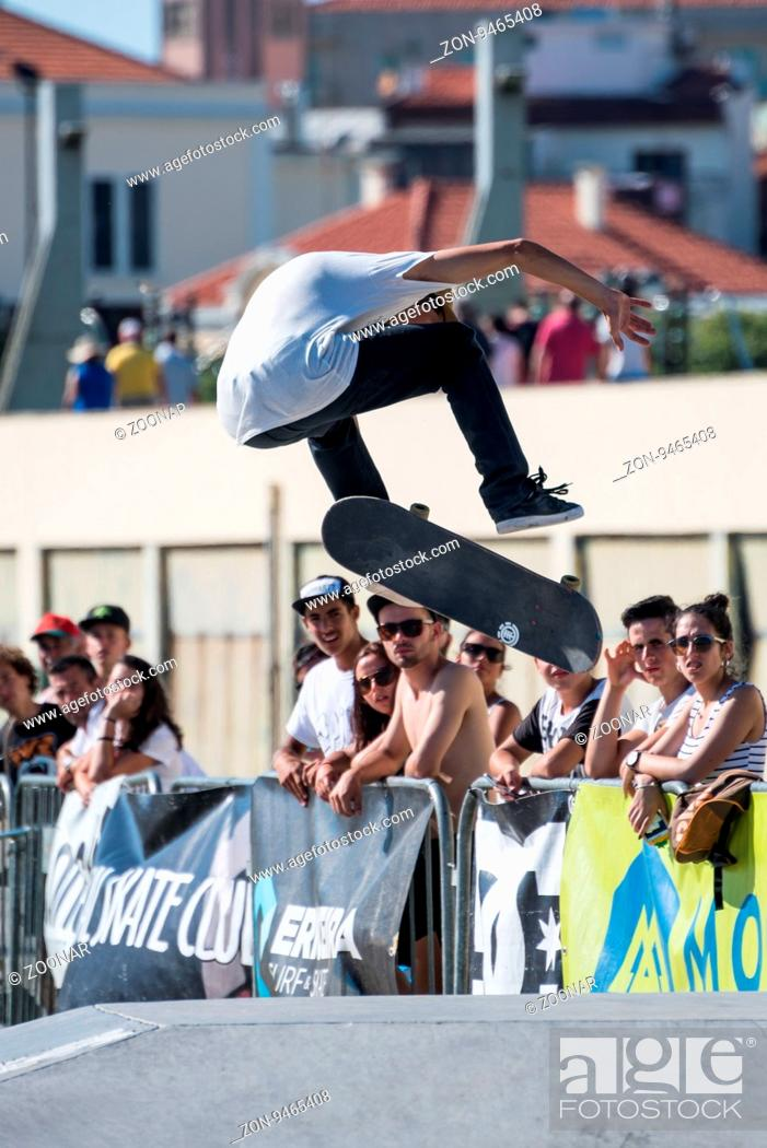 Imagen: POVOA DE VARZIM, PORTUGAL - JULY 24, 2016: Bruno Senra during the 2nd Stage of DC Skate Challenge by Moche.