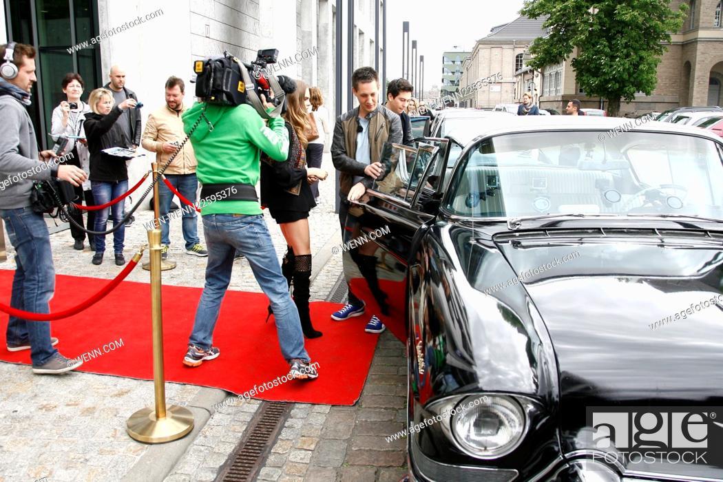 Cara Delevingne Arrives In A Classic Cadillac At SAT TV Studios To - Classic car studio tv show