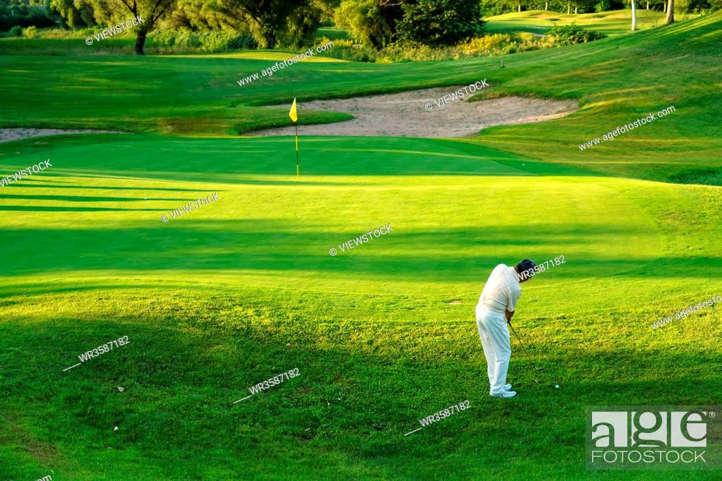 Stock Photo: The elderly to play the golf course.