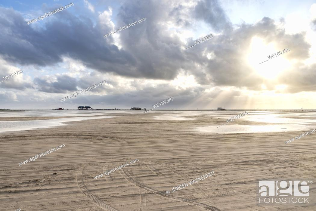 Imagen: Beach with stilt houses, Sankt Peter-Ording, North Sea, Schleswig-Holstein, Germany, Europe.