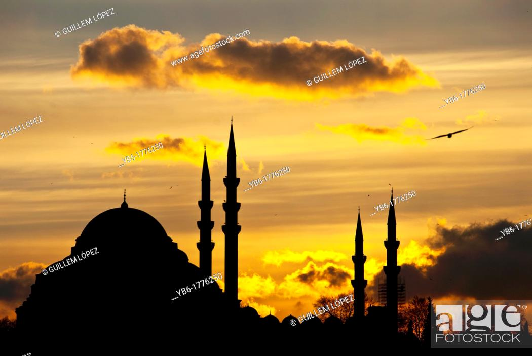 Stock Photo: Silouhette of the Suleymaniye Mosque at sunset, Istanbul, Turkey.