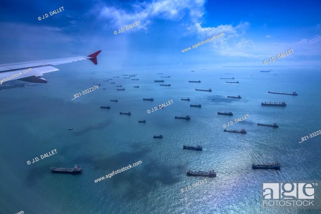 Stock Photo: Singapore, boats waiting for last outside Singapore.