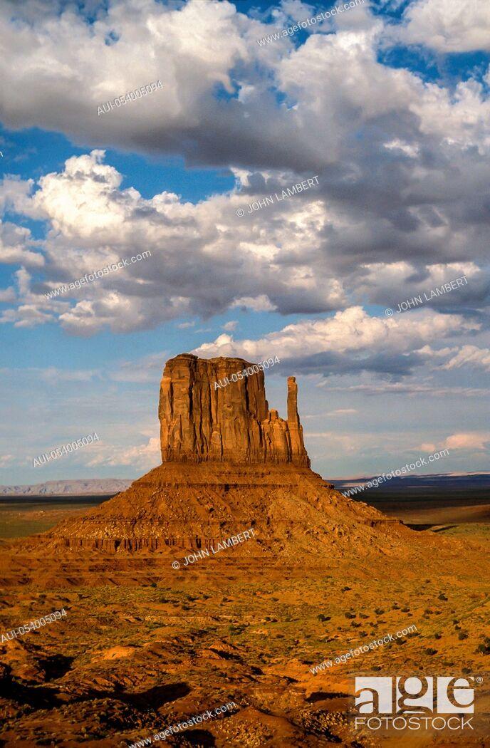 Stock Photo: usa, arizona, s.w. desert, monument valley: the mitten buttes.