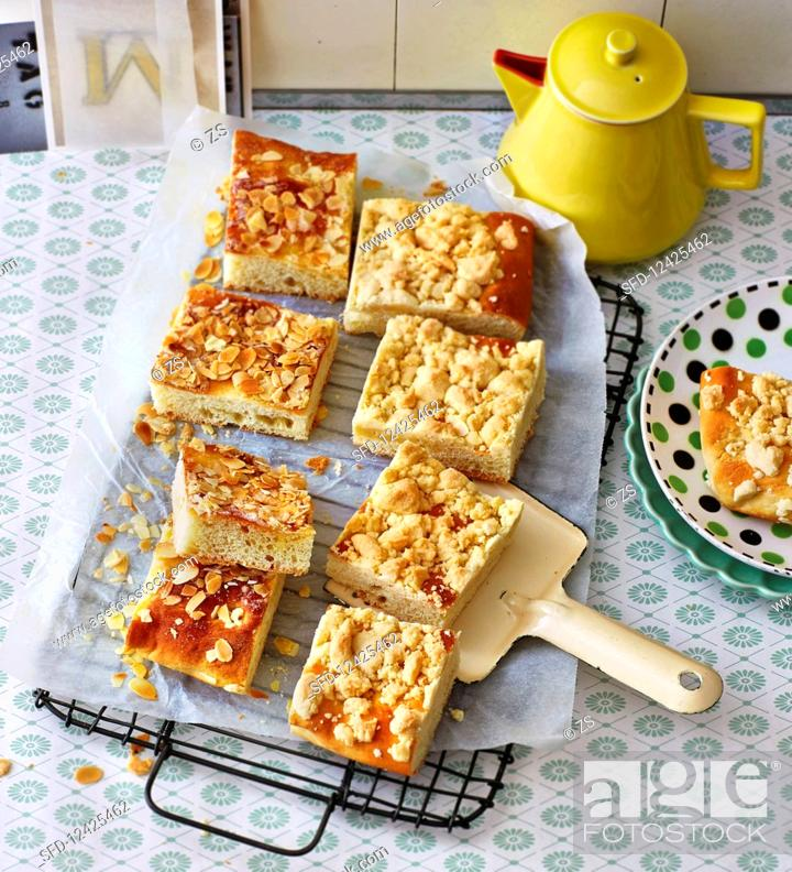 Photo de stock: Butter and almond crumble cake.