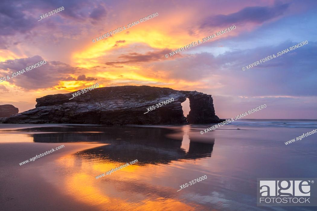 Stock Photo: Dusk at beach of the cathedrals - Praia As Catedrais -, Ribadeo, Lugo, Galicia, Spain.