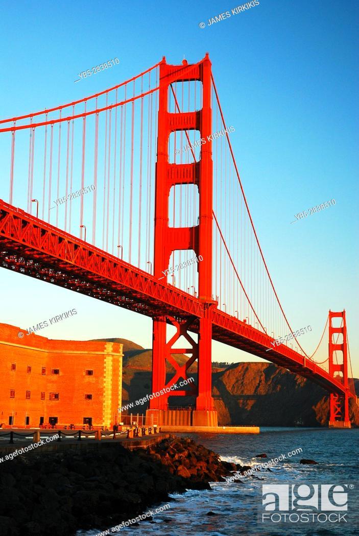 Imagen: Golden Gate Bridge and Ft Ross.
