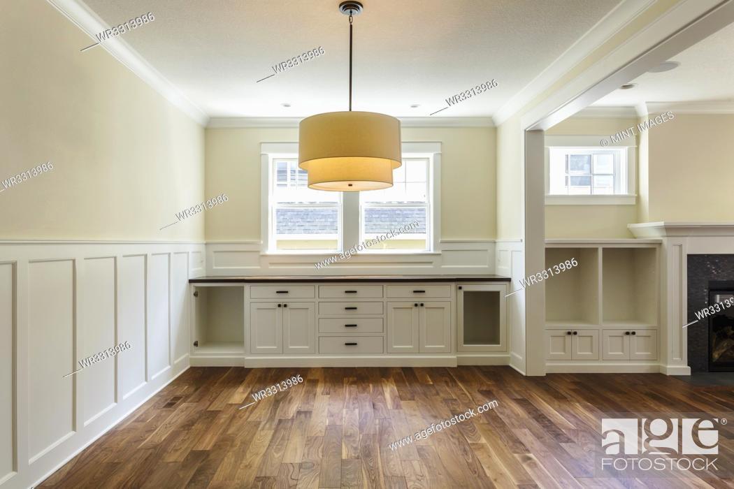 Photo de stock: Built-in shelves in dining room.