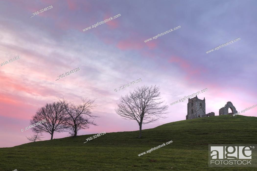 Imagen: Burrow Mump, Burrowbridge, Somerset, England, UK.