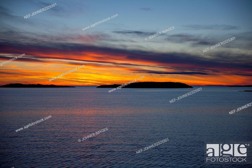 Photo de stock: Sunset over sea.