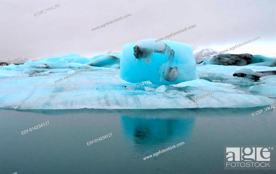 Stock Photo: Blue icebergs, Jokulsarlon lagoon.