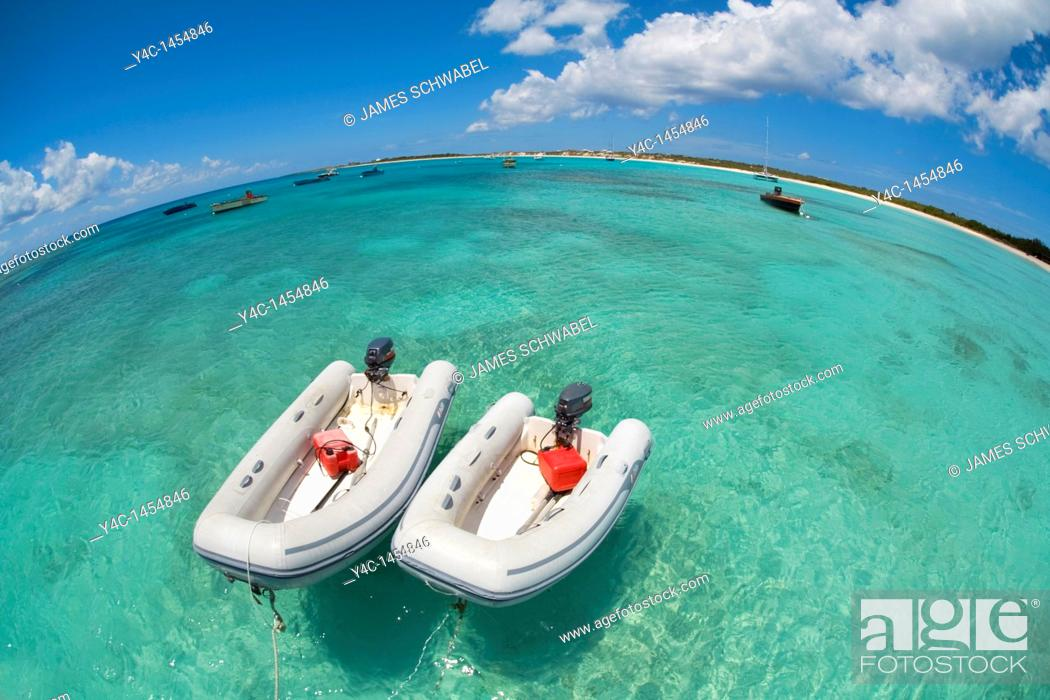 Imagen: Rubber boats in Cove Bay on the caribbean island of Anguilla in the British West Indies.