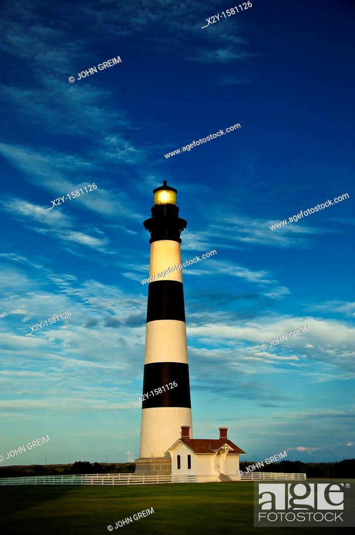 Photo de stock: Bodie Island Lighthouse, Cape Hatteras, Outer Banks, North Carolina, USA.