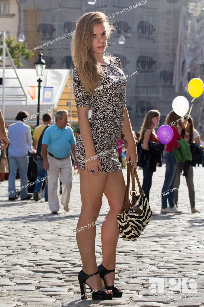 Imagen: Beautiful, sexy and thin Ukrainian woman in a dress with leopard skin print posing for a photographic sequence in the ancient city of Lviv, Ukraine.