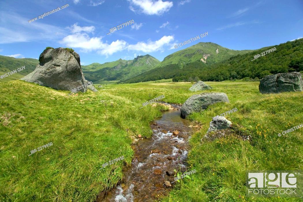 Stock Photo: Fontaine Salee valley, Monts Dore, Parc Naturel Regional des Volcans d'Auvergne, Auvergne Volcanoes Natural Regional Park, Puy de Dome, France, Europe.