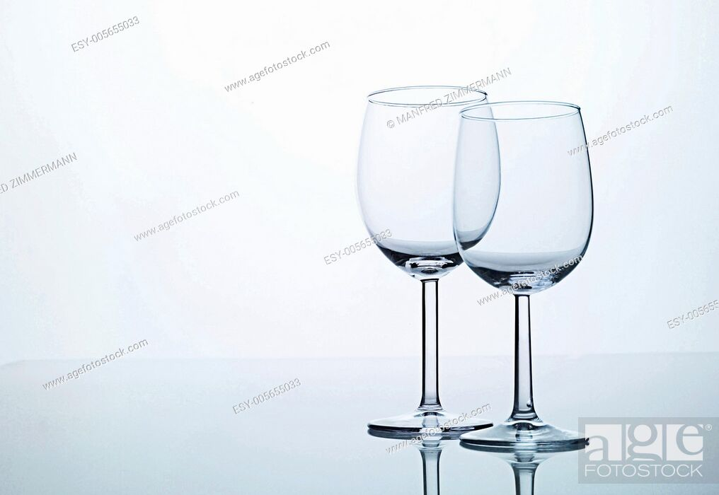 Stock Photo: Two empty wine glasses on Spiegelflaeche.