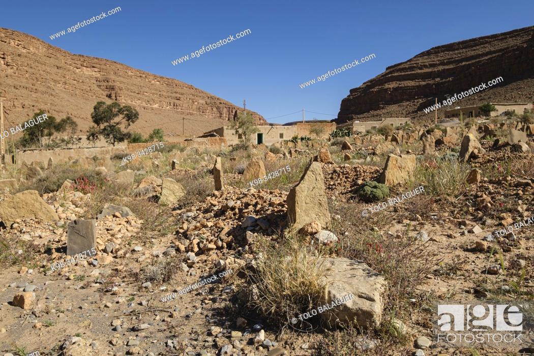 Imagen: cementerio islamico, kasbah de Ifri, valle del río Ziz, Marruecos, Africa.