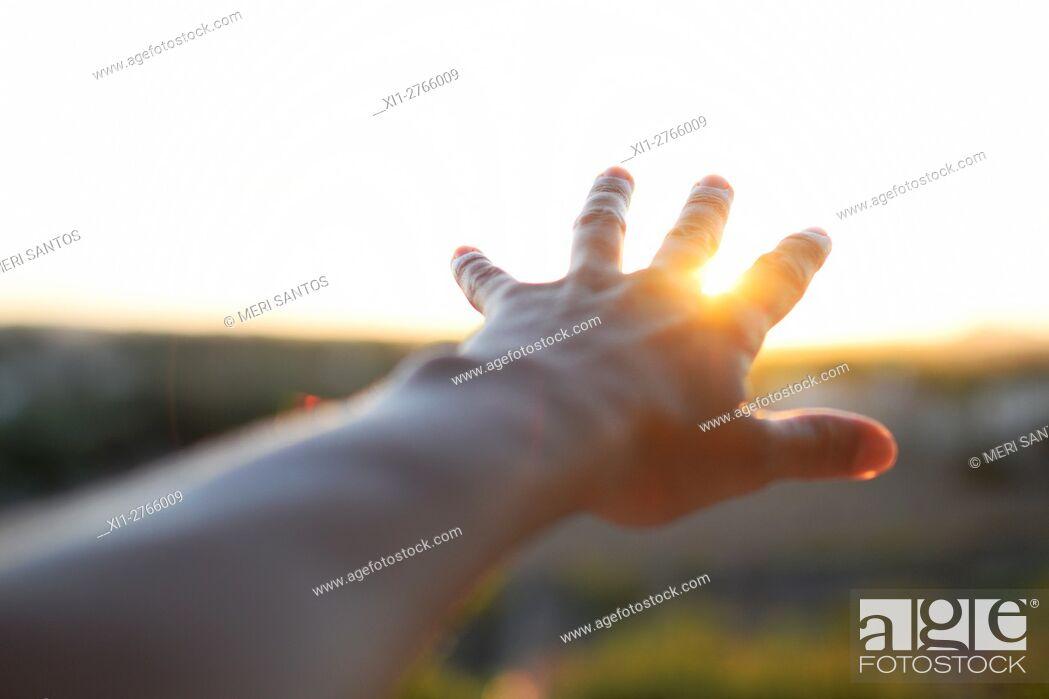 Imagen: Hand reaching sun. Minorca, Balearic Islands, Spain.