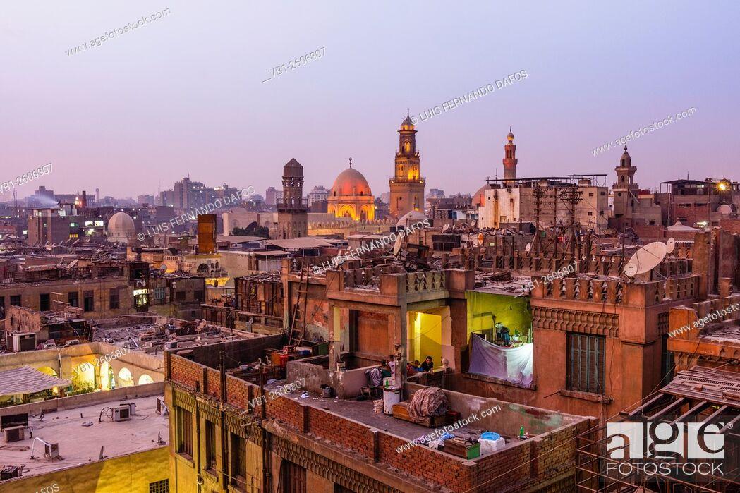 Imagen: Islamic Cairo overview at dusk, Egypt.