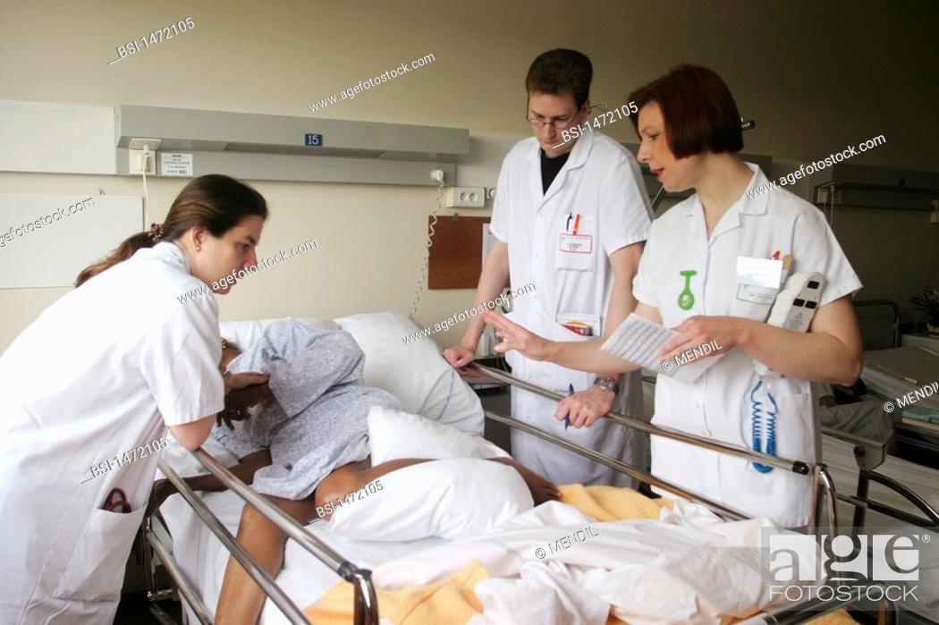 Stock Photo: HOSPITAL TEAM<BR>Photo essay from hospital.<BR>Geriatrics unit at the Sébastopol hospital in Reims, France.