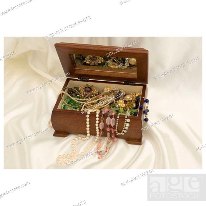 Stock Photo: jewellery box.