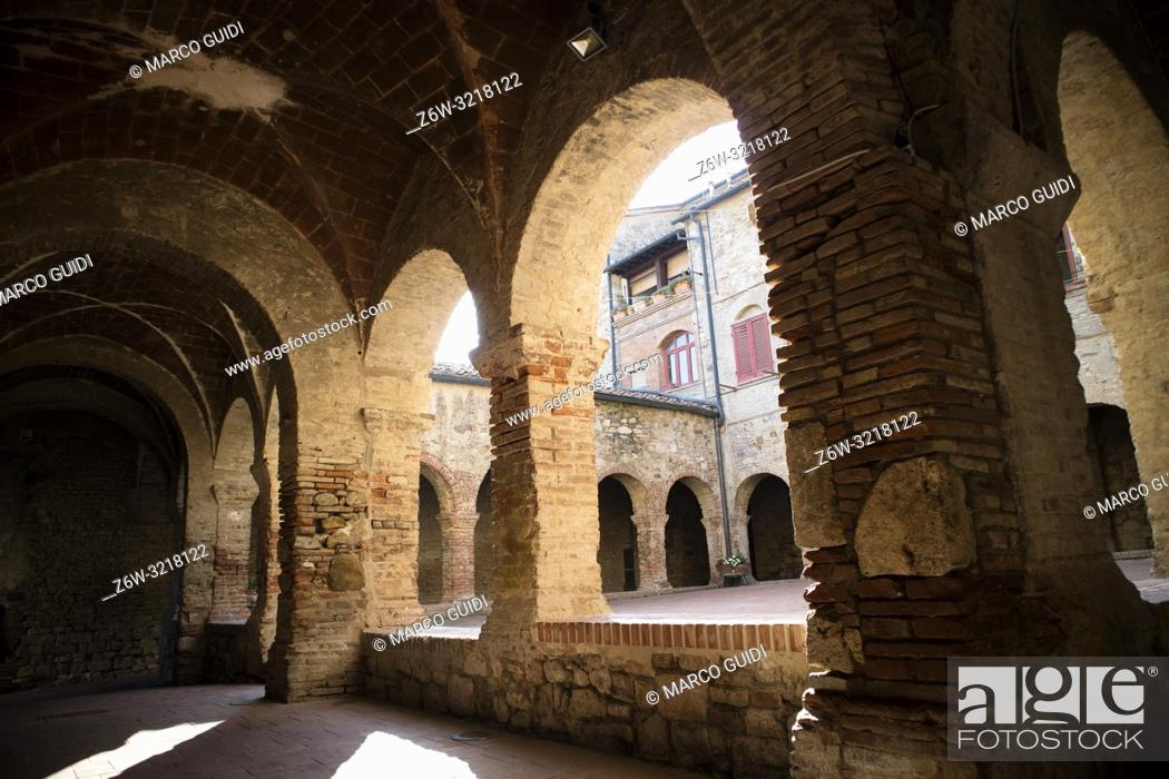 Imagen: Inside view of the place of worship of the Chiostro di Suvereto Toscana.