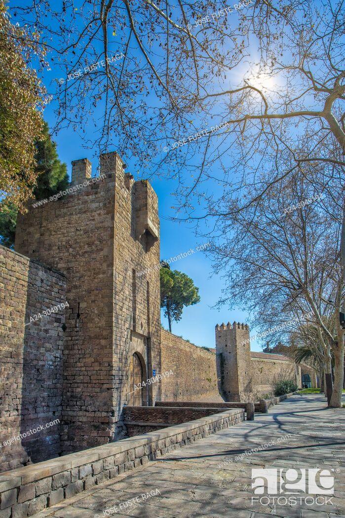 Imagen: Spain, Barcelona City, Old Barcelona Walls, Santa Madrona Gate.