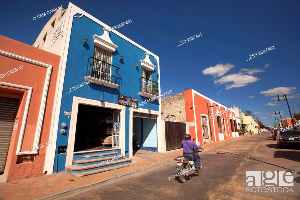 Photo de stock: Street scene from the town center, Valladolid, Yucatan Province, Mexico, Central America.
